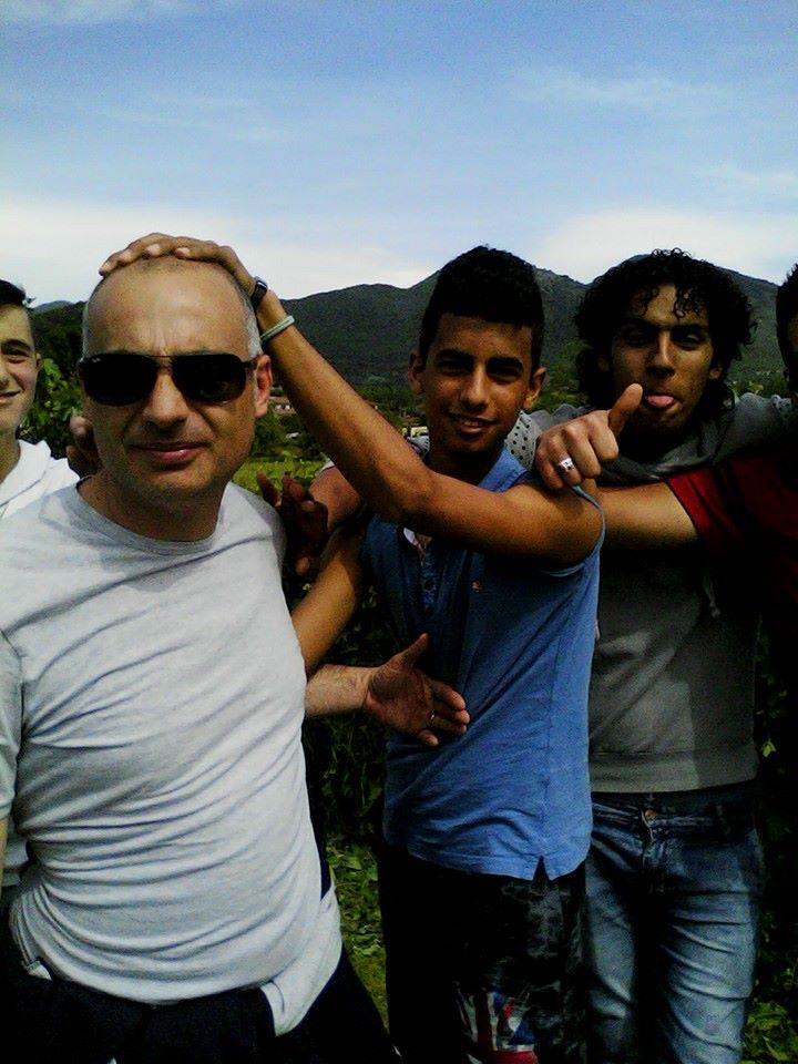 Maurizio, Ahmed e Abdellamid che giocano